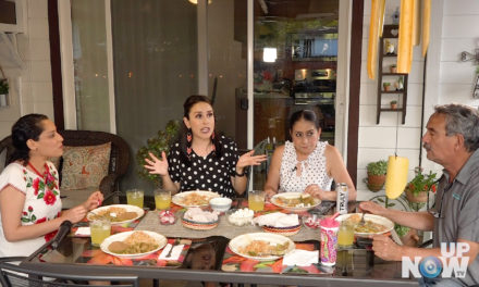 Tradição: Chicharrones en salsa verde, arroz mexicano e frijoles refritos